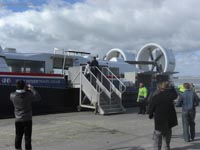 Hoverwork British Hovercraft Technology BHT-130 - Passengers boarding at Ryde (James Rowson).